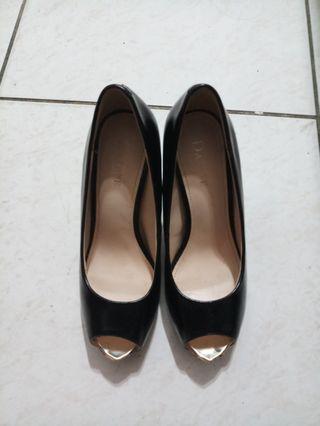 黑色魚口鞋,前面特殊金色