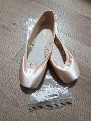 SIGNATURE REHERSAL pointe shoes, Bloch (size: 5.5D)