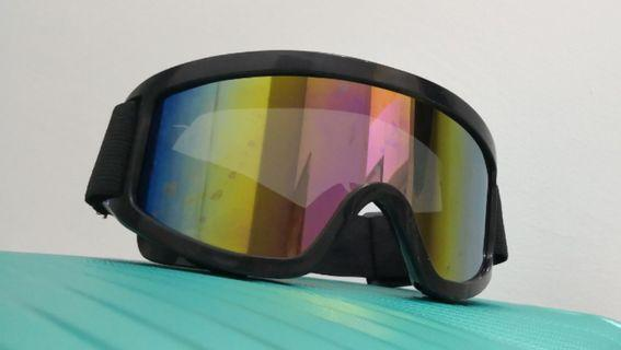 Outdoor goggles