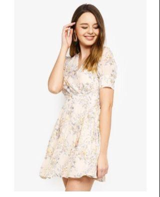 🚚 Zalora fit and flare short sleeves dress