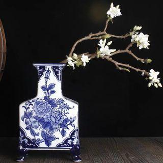 Blue & white oriental vase