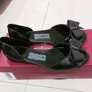 Barbados ferragamo for sell,condition 95%,used less than 5 times