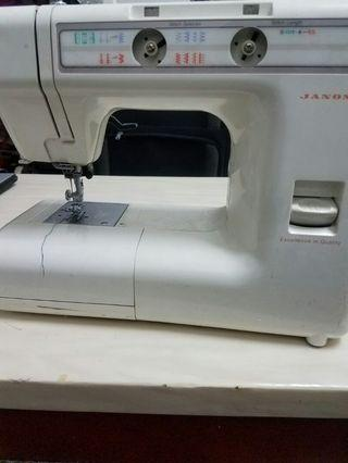 Sewing Machine with extra needles and bubbins
