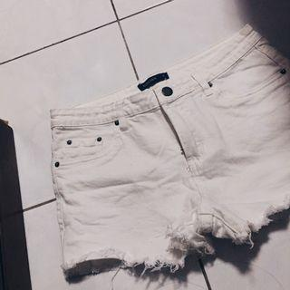 White Ripped Jeans Short Pants.