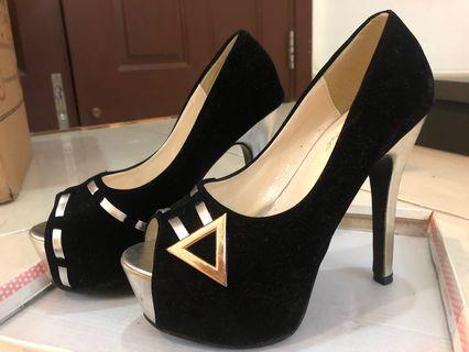 Vetini Heels