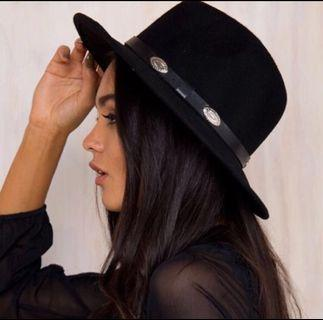 🚚 Princess poly snake oil fedora hat
