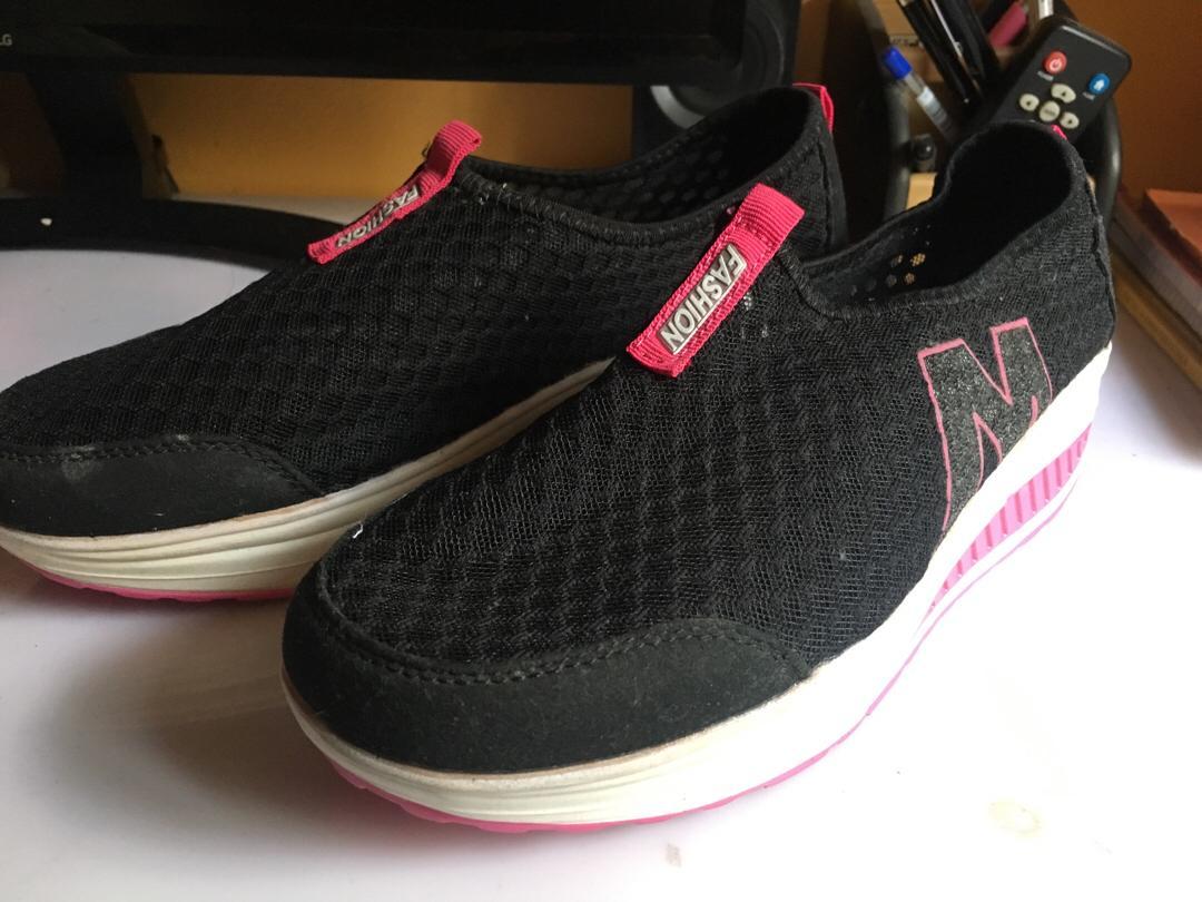 blackpink rubber shoes