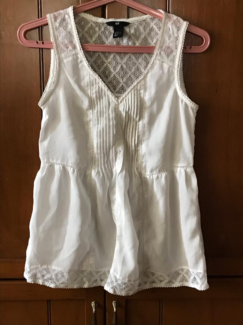 ab4787c240d12b H&M Chiffon and lace Top on Carousell