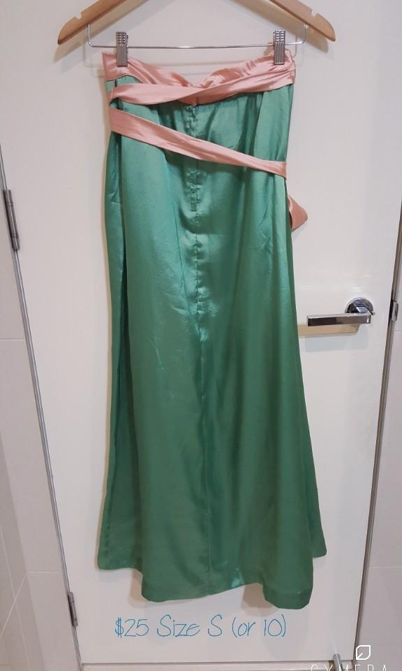 """ILGWU"" Unique Vintage Gorgeous Long Maxi Pale Green Shiny Skirt with Pink Belt (Size 10)"