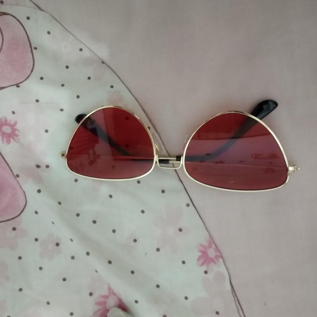 Kacamata hitam sunglasess merah gold