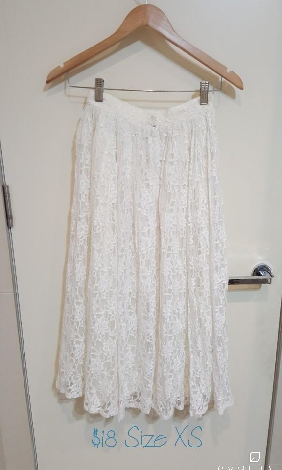 """Privilege"" Vintage Beautiful Lace White Midi Skirt (Size"