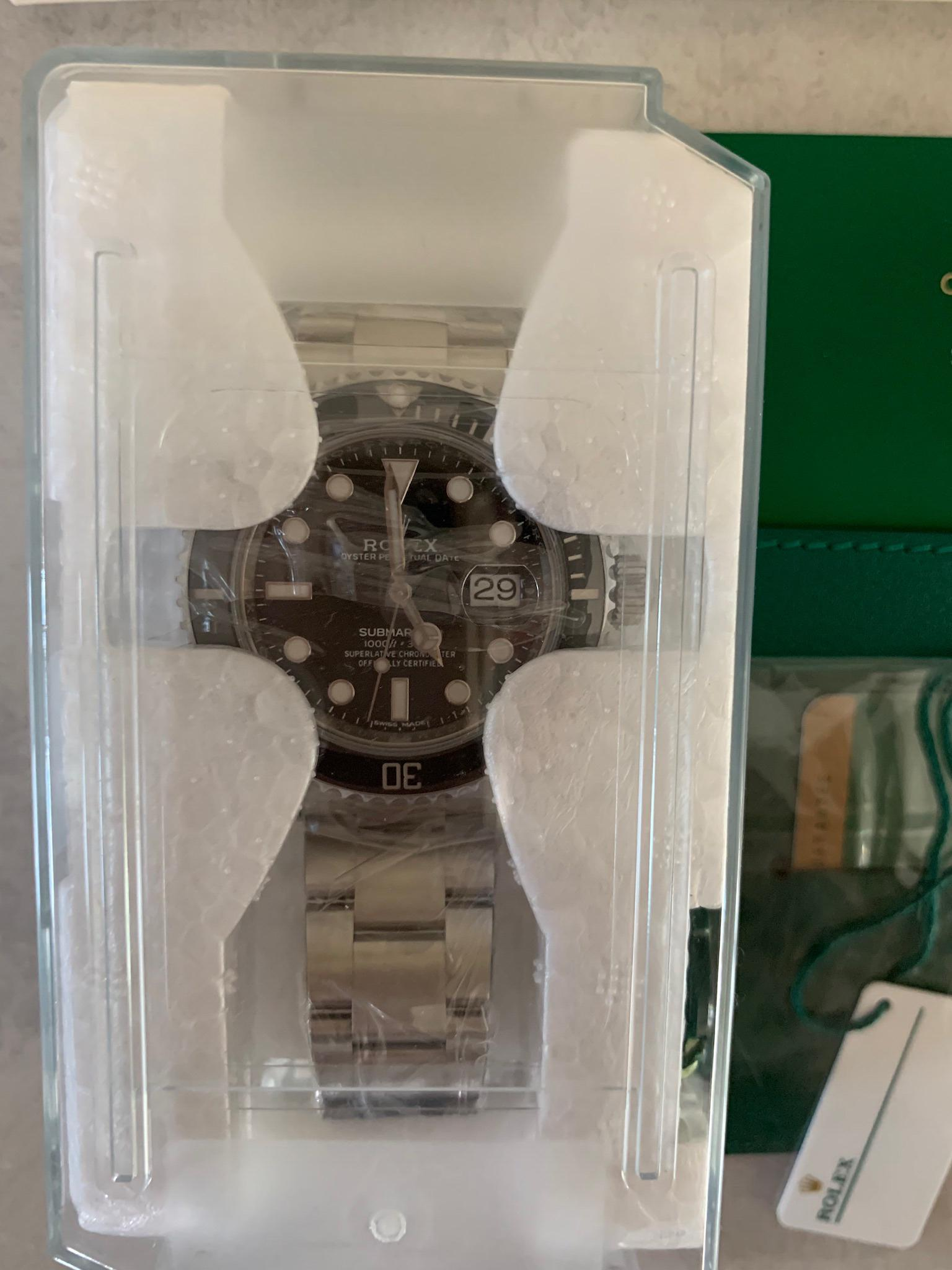 LNIB Rolex 116610LN Submariner Date Black dial stainless steel, complete set with boxes, hang tags and guarantee card (till Dec 2023)