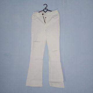 White Cutbray Ripped Pants