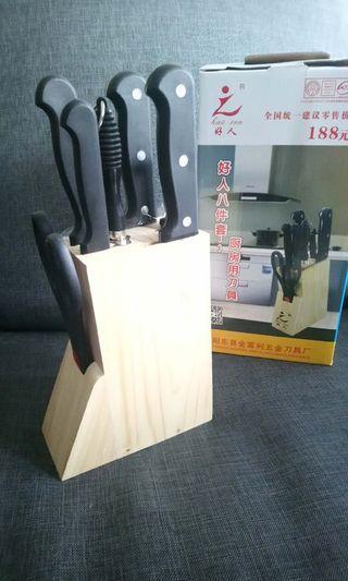 一套八件厨房刀具