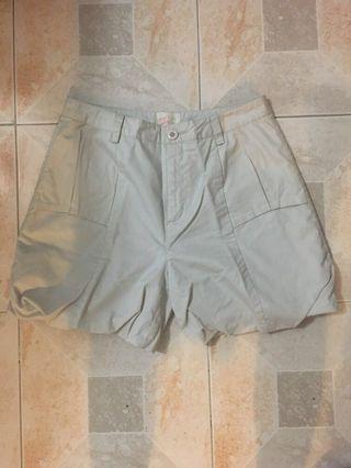 Ladies' shorts 女裝米白色短褲