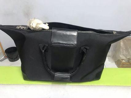 Tas hitam besar