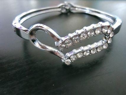 愛心鑲鑽手環