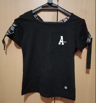 Kaos hitam putih