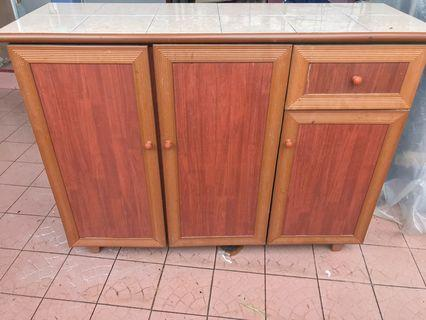 Cabinet dapur with Tiles