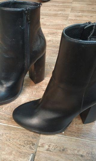 H&M Boots Hitam size 40 like New. Heels 7cm