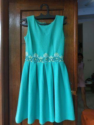 Mididress Dress mini Biru Tosca cantik Like New. Jahitan asli bagus untuk Pesta Ukuran S-M