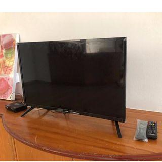"""1 year old 32"""" Philips LED TV"""