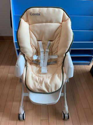 (95% New) Combi Dreamy, 手動安撫餐搖椅 Baby and Kids High Chair and Rocker Bed