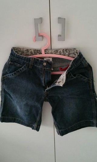 🚚 Levi 's shorts