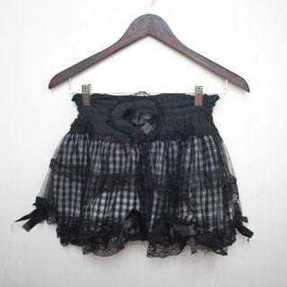 Checkered skirt with lace details