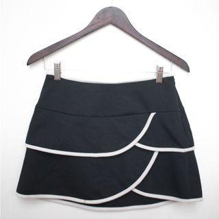 Forever21 black and white scalloped skirt