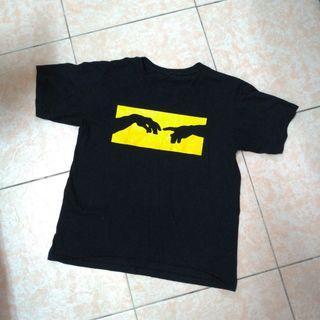 🚚 黑色M號和平手勢短袖T恤