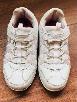 🚚 Skechers Girls White Shoes (free post)