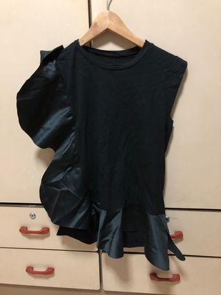 🚚 Black fashionista top