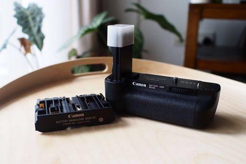 Canon Battery Grip BG-E6 + AA Battery Cartridge