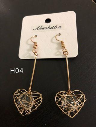 🚚 H-04 gold heart earrings