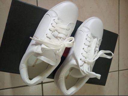 全新小白鞋