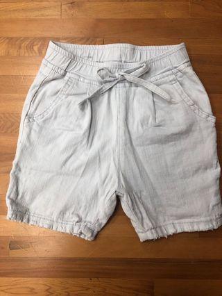二手 嬰幼兒夏季淺色牛仔短褲(有彈性) 18M