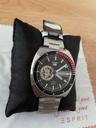 🙏SEIKO AUTOMATIC black open heart dial steel