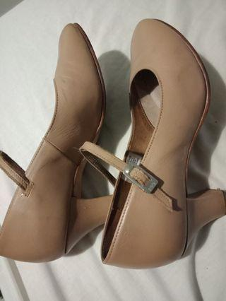 Bloch chorus tan heel