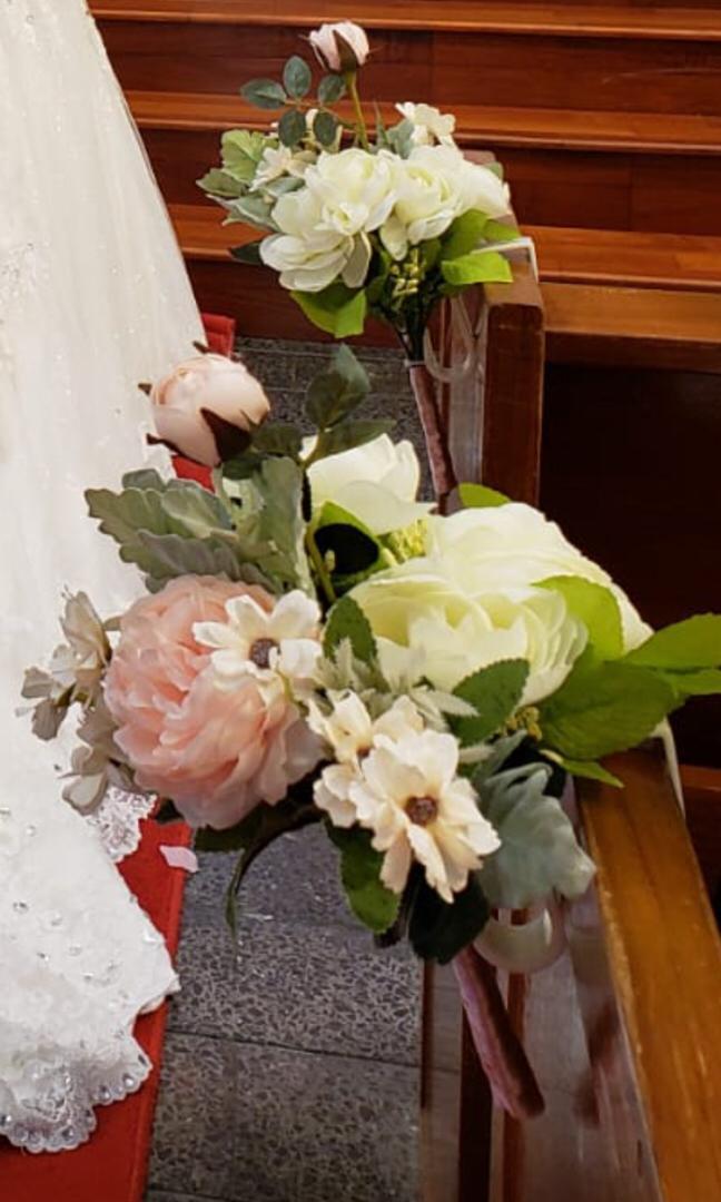 結婚教堂椅花一共16個