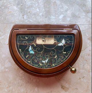 Vstride vintage jewellery box