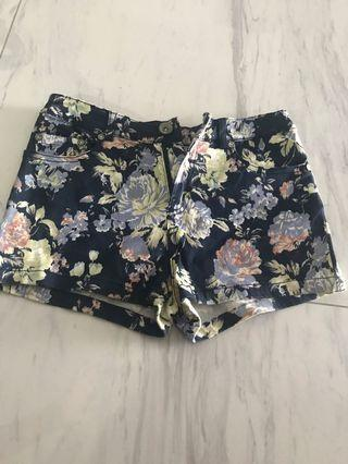 🚚 Floral Shorts like new 9/10