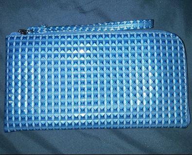 🚚 Large blue square design purse