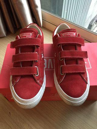 🚚 Converse 低筒紅色星星麂皮面休閒鞋 23cm US5