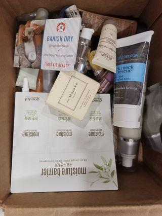 🚚 A box of sample beauty products