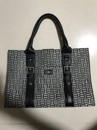 🚚 Balenciaga handbag
