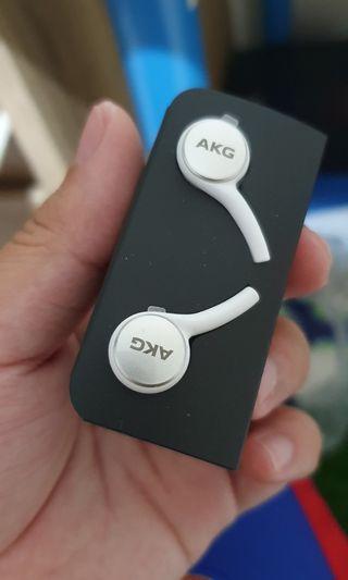 Samsung S10 plus AKG Earphone
