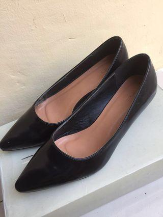 Sepatu VNC Black