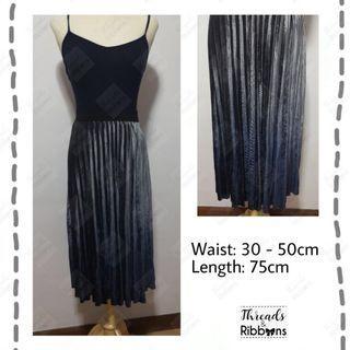 *In stock*  Brand New Grey purple gradient pleated skirt