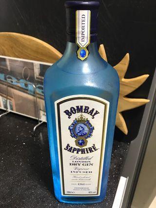 🚚 Bombay Saphire Dry Gin